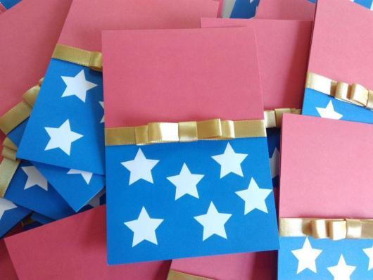 Festa Mulher Maravilha convite scrap azul e rosa