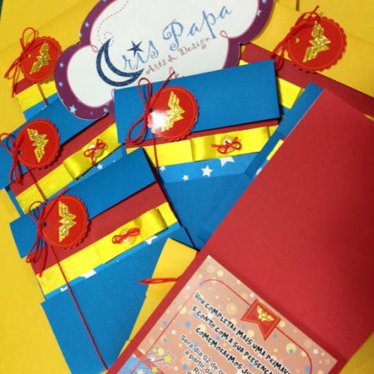 Festa Mulher Maravilha convite scrap com tag