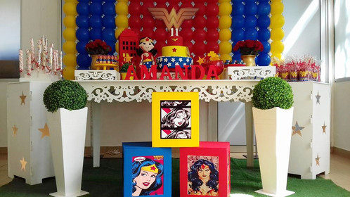 Festa Mulher Maravilha provençal com quadrinhos