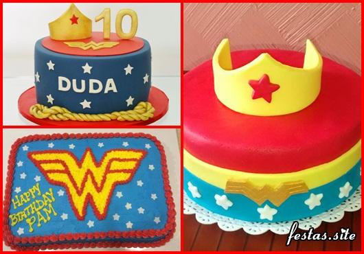 Festa Mulher Maravilha bolo decorado com coroa no topo