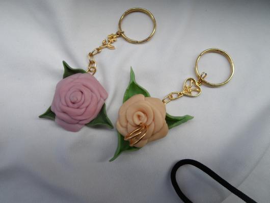 Lembrancinhas de 18 Anos em biscuit chaveiro de rosas