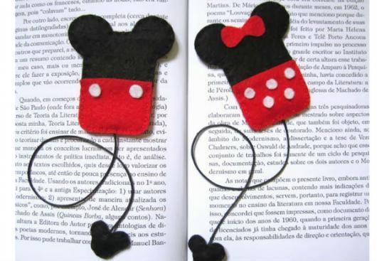 Lembrancinhas de 18 Anos em feltro marca página do Mickey