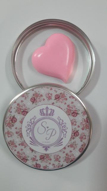Lembrancinhas de 18 Anos simples latinha com mini sabonete