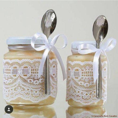 Doces em potes de vidro são excelentes ideias para bodas de ouro