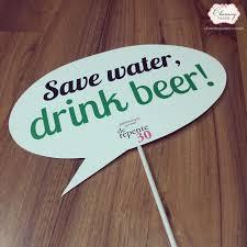 Plaquinhas para Festa de 18 anos com frase serve water, drink beer