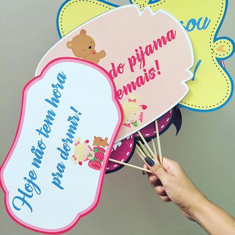 Plaquinhas para Festa do pijama com frase festa do pijama demais