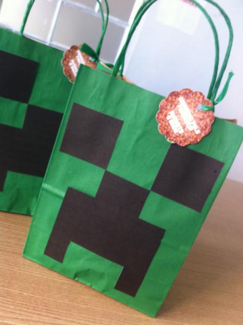 Sacolinha Surpresa Minecraft de papel