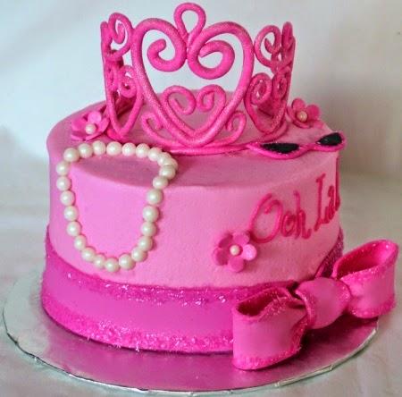 Bolo Mesversário Princesa rosa com coroa rosa