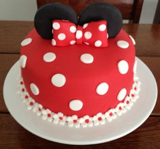 Bolo personalizado Minnie vermelho com bolinhas brancas