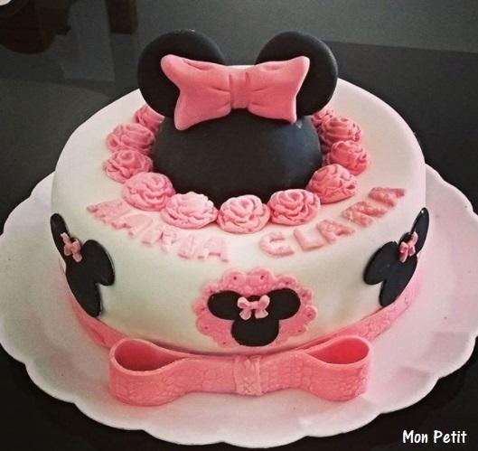 Bolo personalizado Minnie rosa e branco