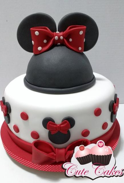 Bolo personalizado Minnie com lacinho vermelho