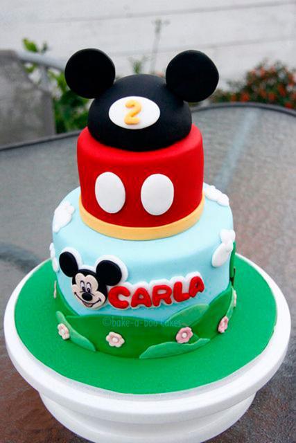 Bolo personalizado Mickey com orelhinhas do Mickey no topo
