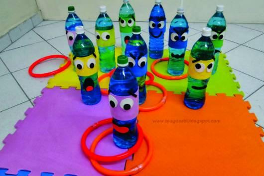 Brincadeiras para festa infantil argola na garrafa