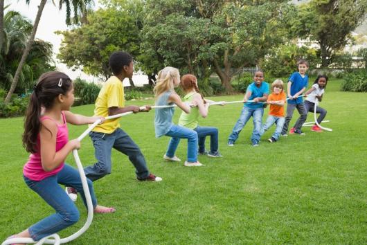 Brincadeiras para festa infantil cabo de guerra