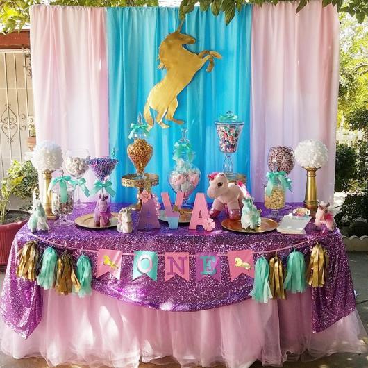 Enfeites de Unicórnio para festa: toalha com glitter