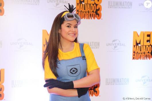 A atriz Maysa Silva usou a fantasia Minion no lançamento de Meu Malvado Favorito 3