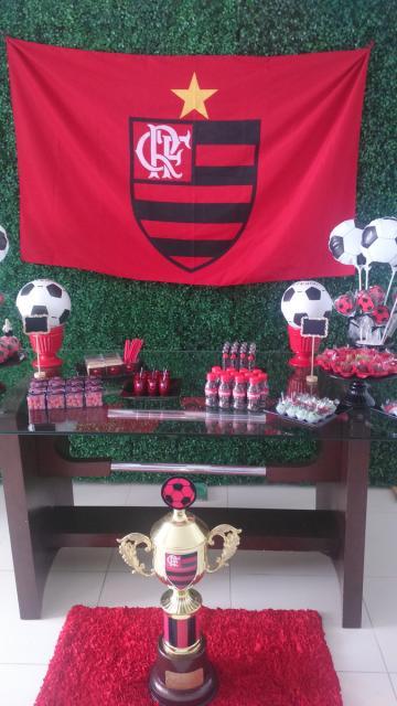 Festa do Flamengo simples com muro inglês