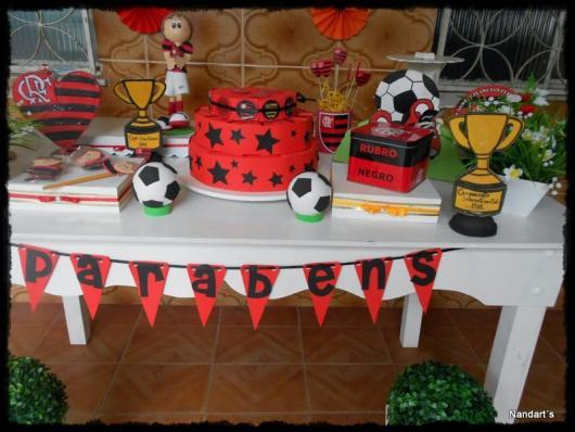 Festa do Flamengo simples com varal de bandeirinhas