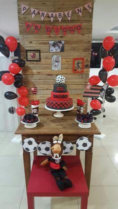 Festa do Flamengo simples com mesa rústica