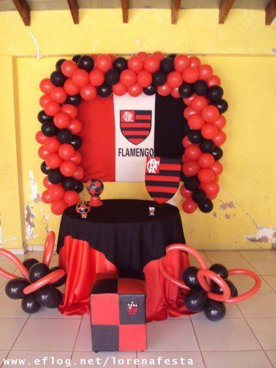 Festa do Flamengo simples com arco de balões pretos e vermelhos