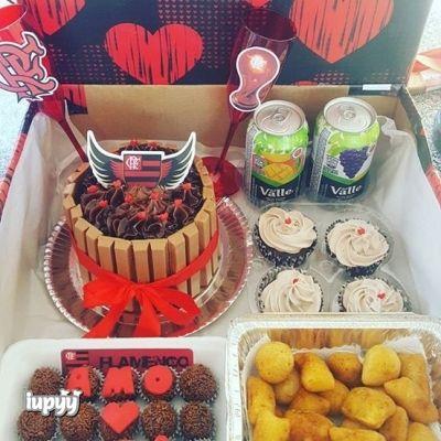 Festa do Flamengo na caixa com bolo de kit kat