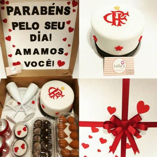 Festa do Flamengo na caixa com bolo decorado com pasta americana