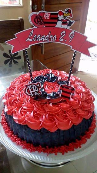 Festa do Flamengo bolo com chantilly e toppers