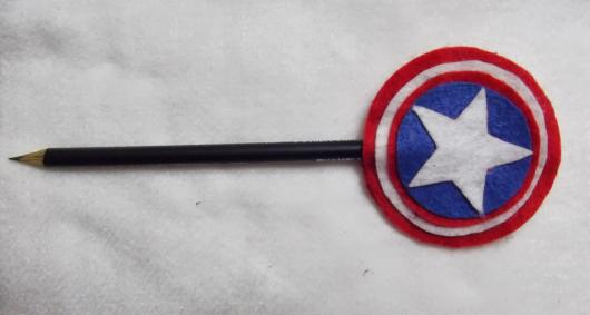 Lembrancinha do Capitão América de feltro ponteira de lápis
