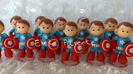 Lembrancinha do Capitão América baby de biscuit