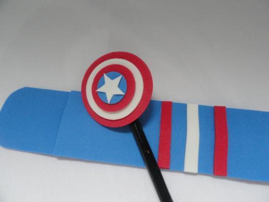 Lembrancinha do Capitão América de biscuit ponteira de lápis