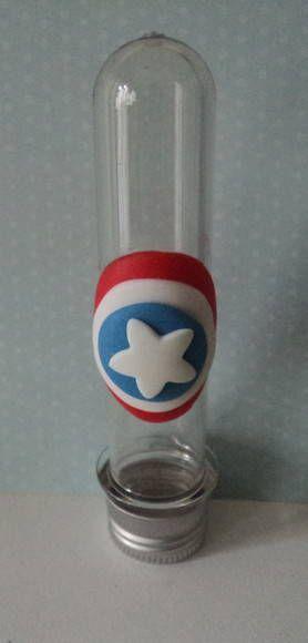 Lembrancinha do Capitão América de biscuit tubete
