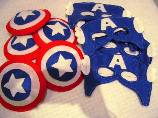 Lembrancinha do Capitão América de feltro máscara e escudo