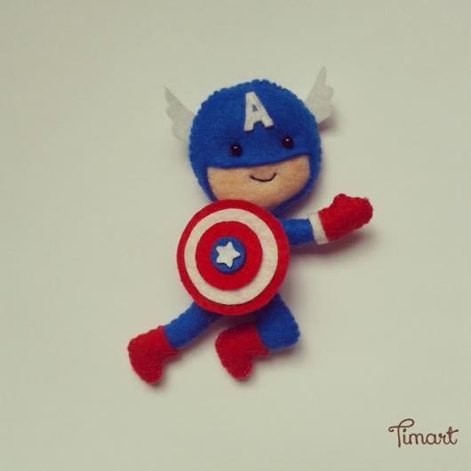 Lembrancinha do Capitão América de feltro bonequinho