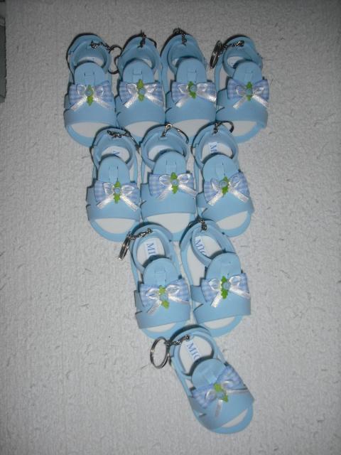 Lembrancinhas baratas para chá de bebê sapatinho de EVA