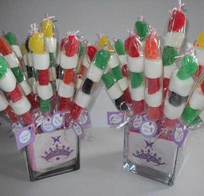 Lembrancinhas baratas para aniversário palito com doces