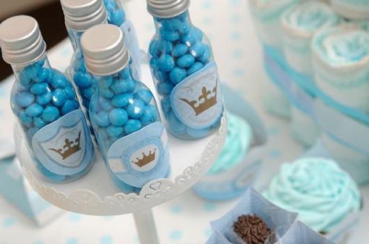 Lembrancinhas baratas para chá de bebê garrafinha com balas personalizada