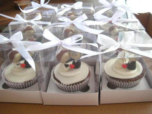 Lembrancinhas baratas para casamento cupcake personalizado