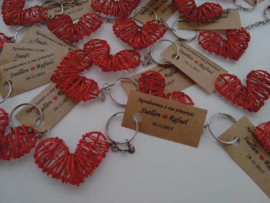 Lembrancinhas baratas para casamento chaveiro com formato de coração