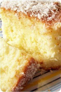 Pedaço de bolo de coco.