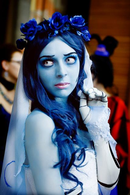 fantasia noiva cadáver em tons azuis