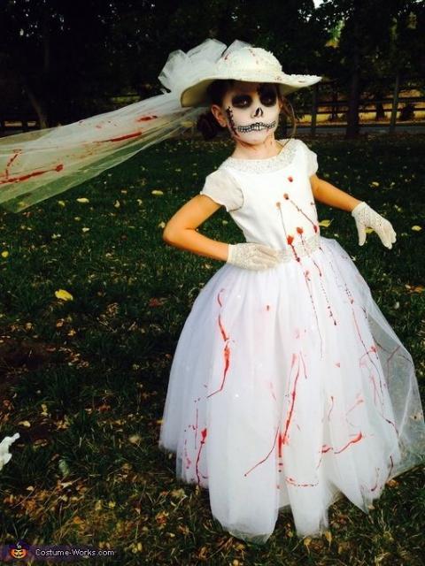 fantasia noiva cadáver com sangue