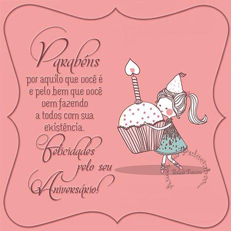 Mensagem de aniversário com desenho de menina segurando um cupcake grande.