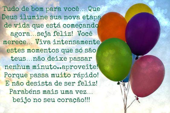 Foto de balões coloridos com mensagem de aniversário.