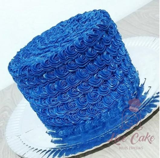 bolo azul marinho chantilly