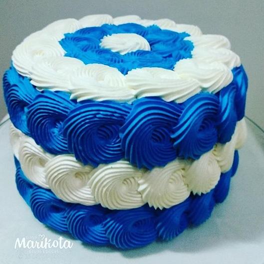 bolo chantilly azul e branco