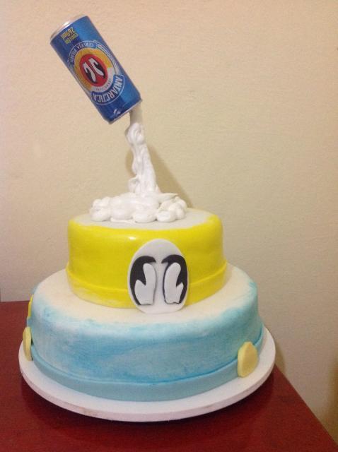bolo de 2 andares de pasta americana da Antarctica