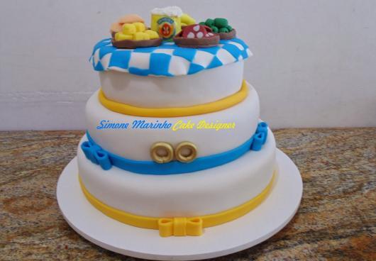 bolo da Antarctica de 3 andares para festa grande