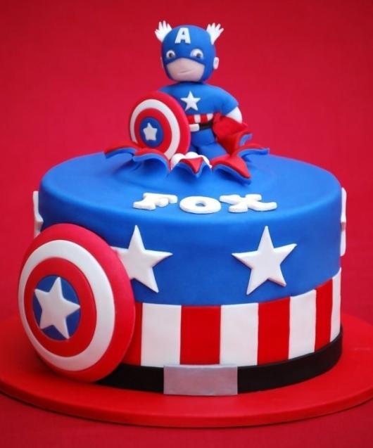 Bolo do Capitão América redondo com topo de bolo