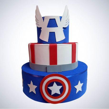Bolo do Capitão América fake com letra A no topo
