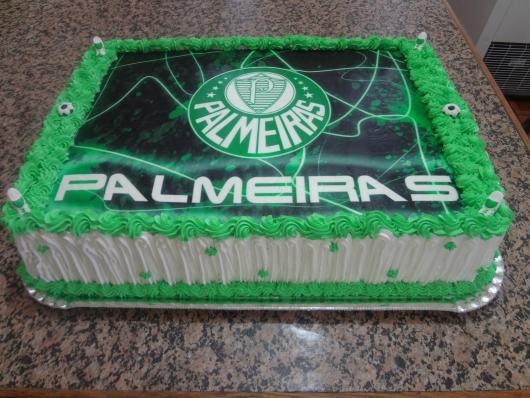 O verde e branco do Palmeiras combinam perfeitamente e deixam o bolo ainda mais lindo